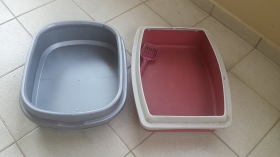 2 x Large litter boxes