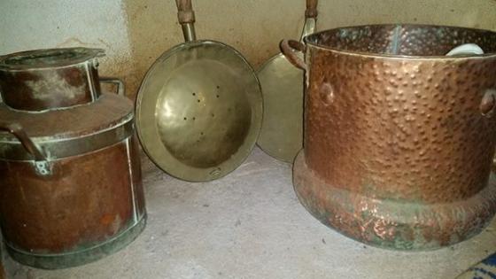 Rooi en Geelkoper potte kanne en lepels