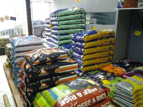 Montego Pet Nutrition stocked at Royal Pet Store. Love Them, Feed Them Rite