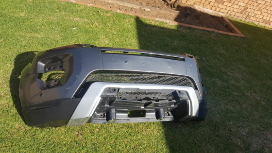 Original Evoque Range Rover front bumper in great Condition