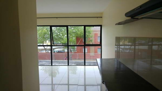 Unfurnished Apartment, Durban rd. Bellville - close to Tygervalley Business District / Waterfront.