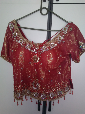 STUNNING RED GARARA FOR SALE.SIZE 34-36