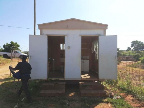 Unit for sale. Kitchen and Toilet.