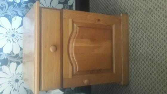 1x oak King size head board with 2 side tables