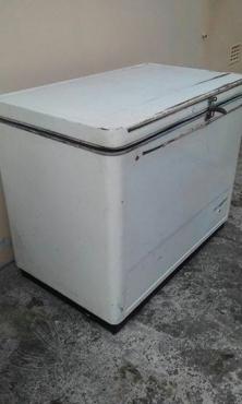 Fuchsware Large Chest Freezer