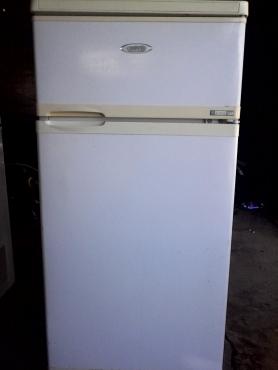 Defy fridge freezer for sale R1750