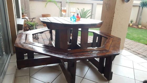 8 seeter wooden bench