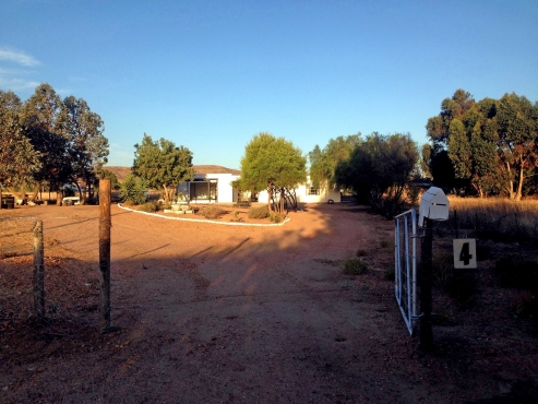 Malmesbury / Moorreesburg, 2000sqm,renovatedHOUSE&FLAT, imm. occup. Cell  ;  0741770741