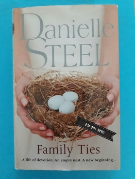 Family Ties - Danielle Steel.