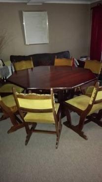 Eetkamerstel umbuia groot 8 hoekige tafel met stoele