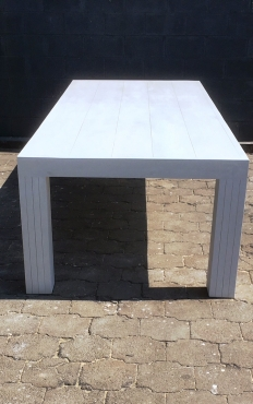 Patio table Chunky Farmhouse series 2750 with pillar legs White washed