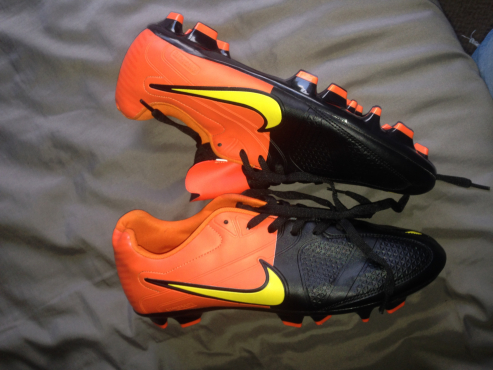 483613e00 Brand new Nike Kanga lite