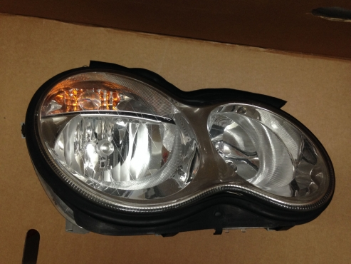 Mercedes-Benz C-Class (W203) Facelift 2003 - 2006 Brand headlights for sale  R1695