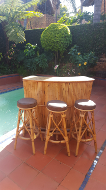 Cane Bar counter with 3 chairs