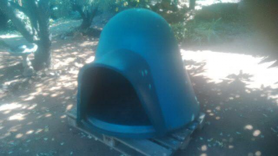 Large Igloo dog kennel