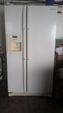 Samsung Fridge /Freezer with ice maker,