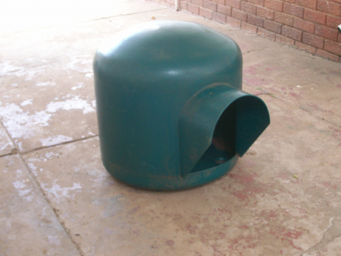 green igloo dog kennel