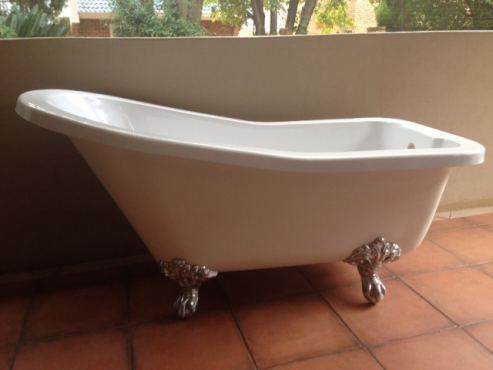old fashion white bath with shower accessories for sale | junk mail
