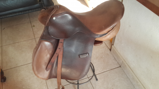 Triden Brown Saddle