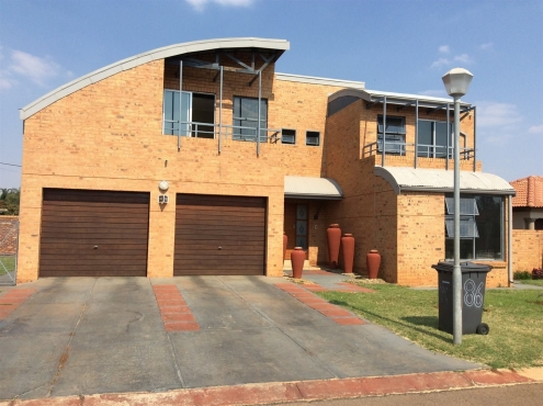 Unique spacious 3 bedroom House in Montana Gardens For Sale. Don't let this beauty slip through your