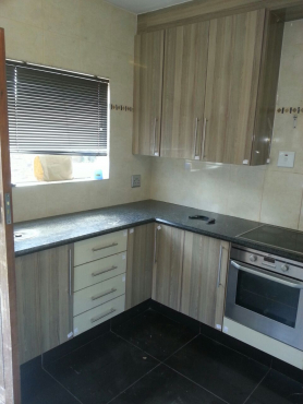 Kitchen cupboards fitted wardrobes and general carpentry for Kitchen fitters gauteng