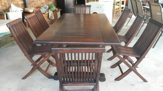 8 seater en tafel +8 kussings