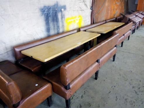 8 Sitplek tafel met regte leer