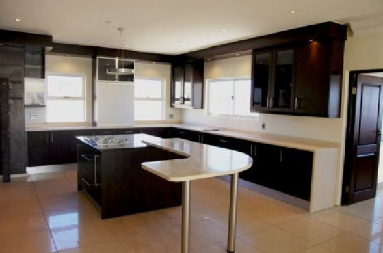 Elegant AAA Kitchen ,bar And Build In Cupboards,YEAR END SPECIAL !