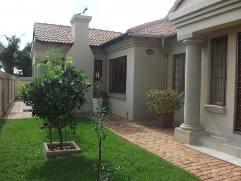 3 bedroom tuscan style house for sale junk mail for Beautiful houses plans in south africa