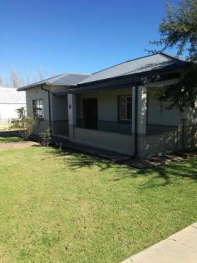 House in Parys with flat for bargain!