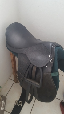16 Black GP Solo Saddle