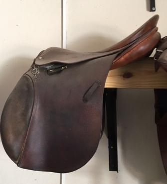 17 Stubben jumping saddle