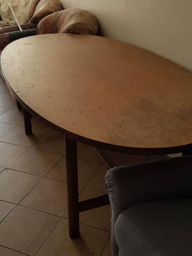 Oval Diningroom table with 4 newly upholstered  chairs. Seats 6.