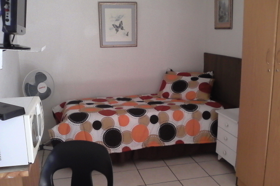 Germiston Residential  / Big 5 Pub. Rooms, Meals, Bar, Free WiFi