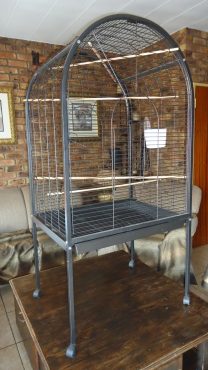GOOD AS NEW TOP QUALITY POWDER-COATED PARROT CAGE