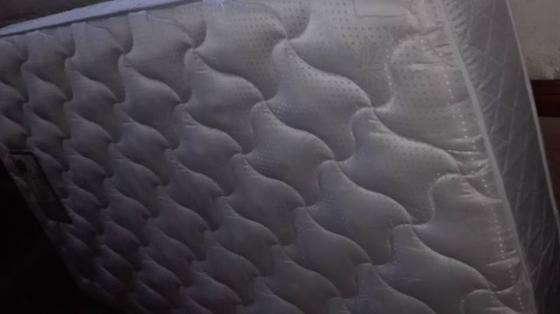 Driekwart bed base met matras