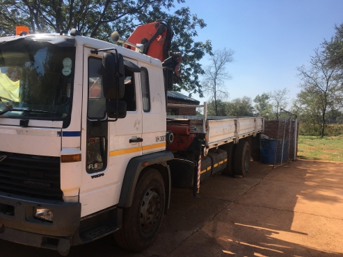 1997 Volvo FL6 Truck with mounted Crane