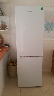 SAMSUNG FRIDGE / FREEZER - almost brand new fridge in spotless condition
