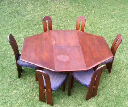 Solid Oak expanding table and 6 chairs