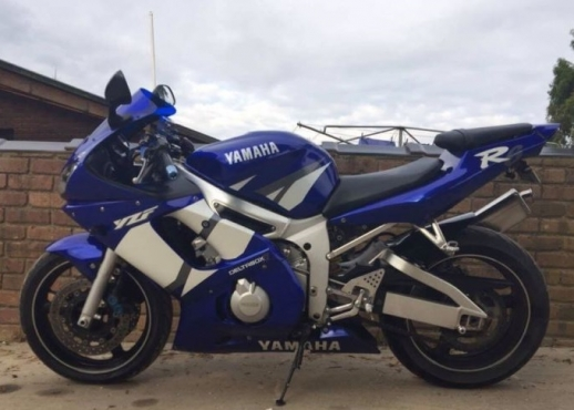 2002 Yamaha R6 with performance exhaust and papers for sale