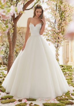 Stockists Rent And Sell Of Top International Designer Brands Bridal Wear