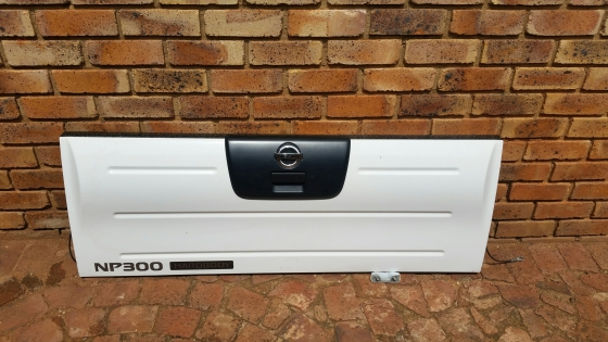 Brand new Nissan NP300 Tailgates
