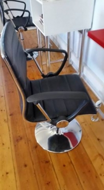 Black hydraulic salon styling chair