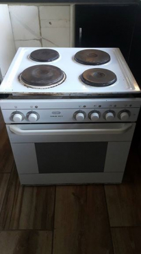Defy Slimline 600s Oven and Stove