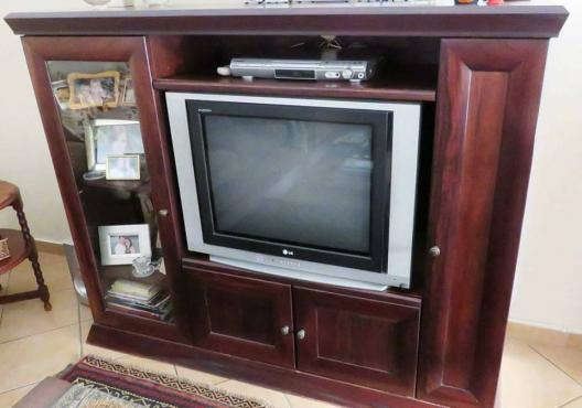 Solid Embuia TV Unit
