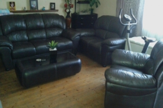 4 Pc Dark Brown Lounge Suite