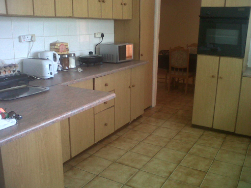 Furnished flats to rent, short or longer term.  Contractors or groups.