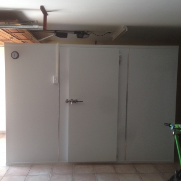 Cold Rooms,freezer Rooms,ice Machines and meat saw for Sale