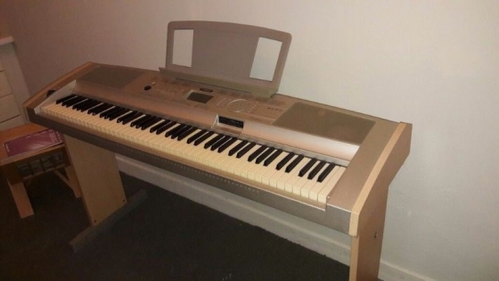 Yamaha portable grand piano, DGX 500. Good as new