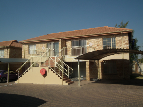 neat 2 bedroom flat in secure complex
